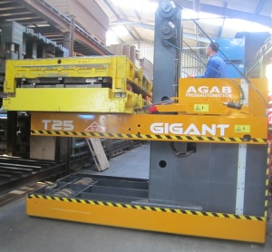 Gigant T25 with press die